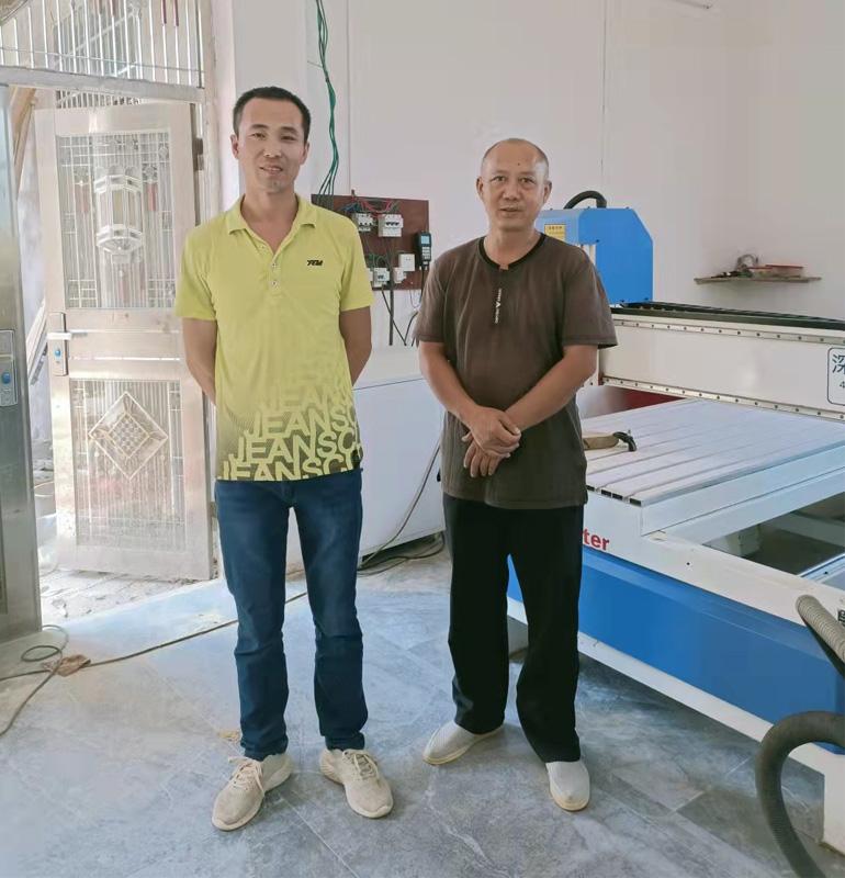 湖南衡阳1325型带旋转轴木工雕刻机(图1)